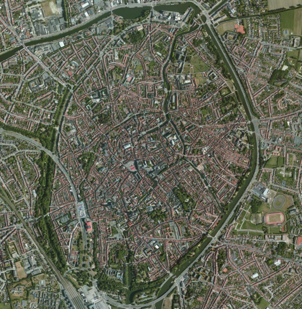 Satellite image of downtown Bruges (Source: Apple Maps)