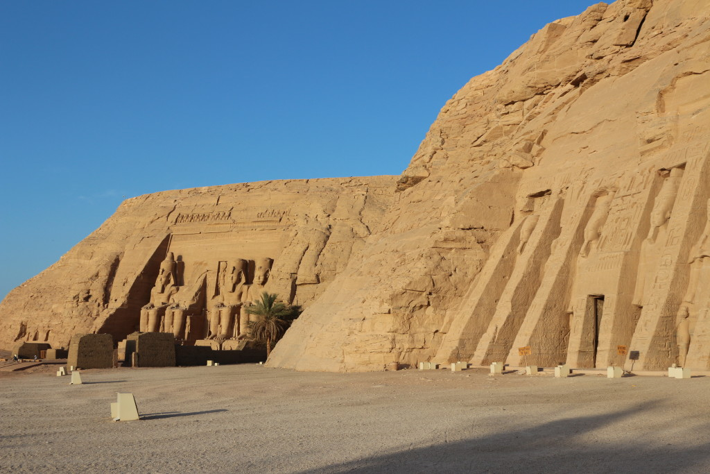 Visiting the Temples of Abu Simbel again in the very early morning. Being there alone with almost no other guest.