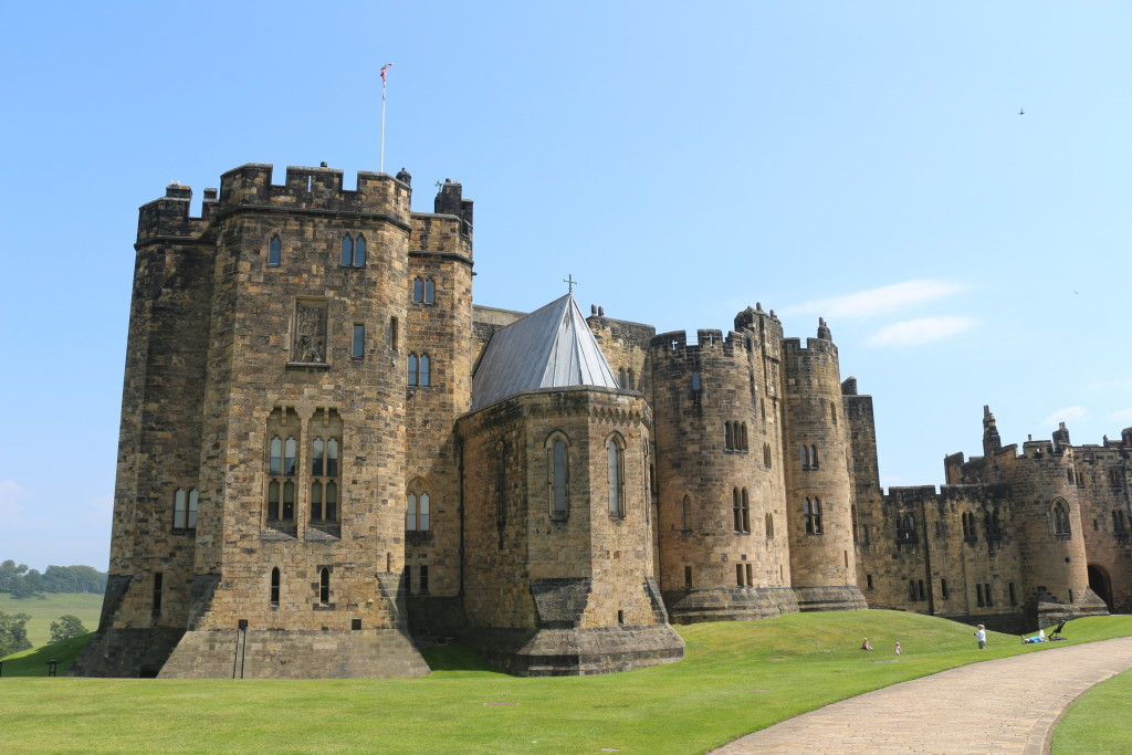Harry Potter feelings at Alnwick Castle. Actually I found the main building with the family apartments much more impressive. But unfortunately it is not allowed to take pictures inside this splendid house.
