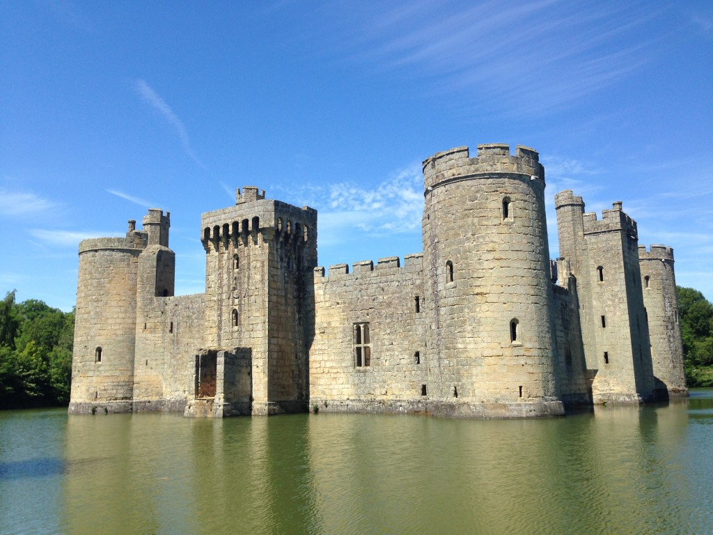Simply love the simplicity of Bodiam Castle. It has probably the most simple and classical design possible for a medieval fortress: Rectangular base, four towers, two gates and a moat around it. This is how children would draw a castle. Brilliant.